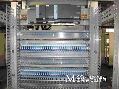 plc的下端(输入端)为继电器,晶体管和晶闸管等控制部件,而上端一般是