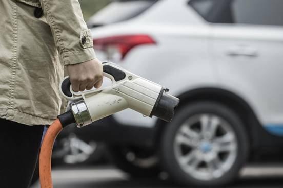 燃油对比新能源车