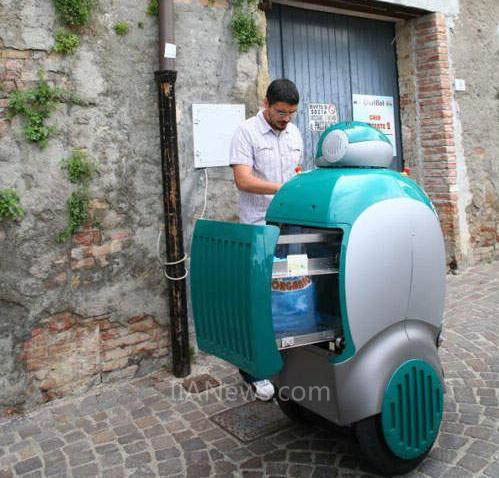 智能轮式机器人垃圾桶意大利受测