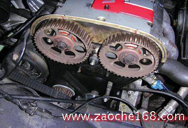 曲轴和凸轮轴的准确位置,有些发动机则是需要专用工具才能进行正时的