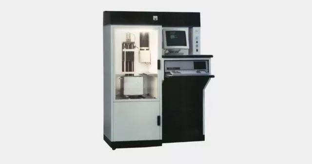 Chuck Hull发明的首台光固化3D打印机,改型为SLA-250.jpg